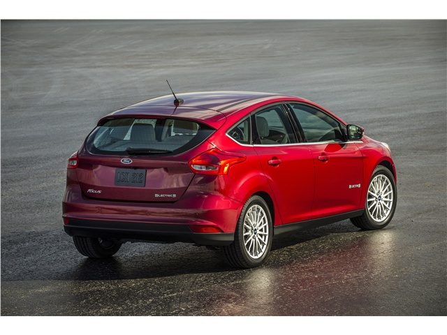 2015_Ford_Focus_Electric_Сзади