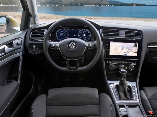 Volkswagen-Golf_Салон
