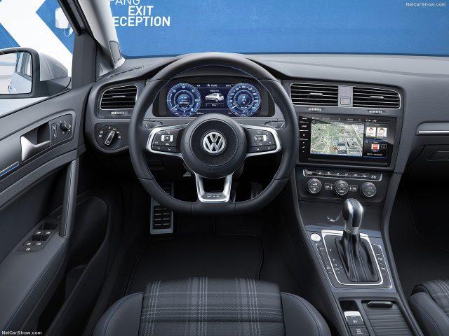 Volkswagen-Golf_Салон