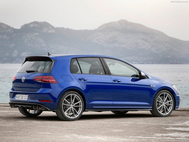 Volkswagen-Golf_R